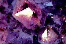 Krystaly (Crystals) / Nejsou to jenom kameny. (It is not only stones.)