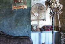 Boho bedroom / Romantisch en exclusief bedlinnen. Van standaard functioneel, naar romantiek en elegantie in een eigentijds boudoir