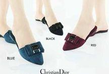 Dior / Sepatu sandal Dior import hongkong   ukuran standar asia, jadi sama dengan ukuran yang biasa pakai   keterangan detail ada di masing masing gambar   pemesanan harap cantumkan ukuran, warna, dan gambar   Peminat serius hub hp/wa/line 087825743622