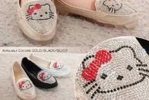 Hello Kitty / sepatu dan sandal Hello Kitty  import hongkong   tersedia model dewasa ( ukuran standar asia, jd sama dengan ukuran yang biasa pakai )  Model anak dan bayi ( ukuran ada di masing masing gambar )  Pemesanan harap cantumkan ukuran, warna dan gambar   Peminat serius hub hp/wa/line 087825743622