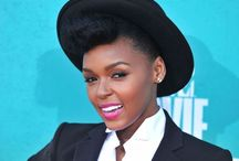 FAMOUSLY NATURAL / Celebrity curly girls that do it RIGHT!