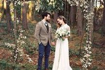 ° forest wedding stories / The forest is such an inspiring place of natural beauty for a wedding day. If you two are looking for inspiration for your forest wedding you'll love this collection of ideas for planning your very own earthy, chic wedding adventure in the forest!