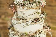 º wedding cakes / Looking for a stylish take on wedding cakes? Here are some of my favorite cakes of 2017!