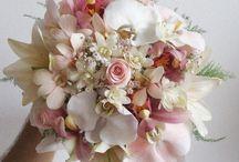 Um lindo buquê de noivas...