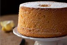 """Le FLUFFOSE / La Fluffosa è il dolce-mascotte di IFOOD. E' in realtà una chiffon cake, ma il """"FLUF"""" che fa quando la si tocca la rende FLUFFOSISSIMA, quindi il nome deriva dalla sua sofficità! In questa bacheca una vastissima raccolta di Fluffose."""
