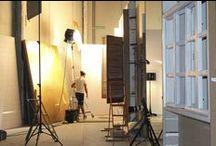 MAKING OF / Antes de disparar suceden muchas cosas en nuestro estudio. Preparamos los ambientes, iluminamos, … esto es lo que sucede detrás de las cámaras
