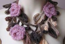 Háčkované a pletené šperky