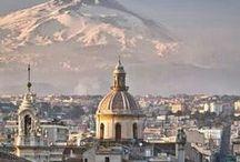 Sicilia e.......Catania / Sai cos'è la nostra vita? La tua e la mia? Un sogno fatto in Sicilia. Forse stiamo ancora lì e stiamo sognando.