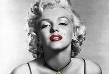 Marilyn /  La gente non mi vede! Vede solo i suoi pensieri più reconditi e li sublima attraverso di me, presumendo che io ne sia l'incarnazione.
