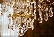 Luminaires traditionnels / Reproductions artisanales de luminaires (lustres, plafonniers, appliques...) à pampilles. Ces lustres sont tous des productions uniques, sur mesure selon des méthodes traditionnelles. #lustre #chandelier #luxurychandelier #handmadechandelier