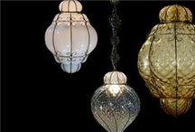 Lanternes / Les lanternes sont des instruments d'éclairage qui étaient à l'origine prévus pour l'extérieur car leurs paroies vitées protégeaient la flamme du vent.  Les lanternes les plus célèbres étaient celles de Venise ou celles de Florence.  Aujourd'hui nous vous les proposons sur notre site: www.i-lustres.com #lanterne #luxury #luxurylantern #lanternedeluxe #handmadelantern #lanterneartisanale