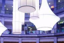 Création en toile tendue / Notre gamme de luminaires en toile tendue va du luminaire standard (lampe à pied, fauteuil...) à la création sur mesure intégrée dans le plafond. Plus de 200 couleurs et finitions disponibles