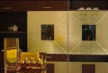 Eleganza borghese / Rovere moro, foglia oro e bianco: tonalità luminose e finiture preziose per arredamenti importanti e sofisticati
