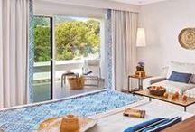Cabau Bahia Camp de Mar Suites / Situado en la costa del municipio de Andratx, Mallorca, el hotel Bahia Camp de Mar Suites **** ofrece 64 suites con espectaculares vistas al mar. Además, dispone de spa, piscina y restaurante en un entorno natural.