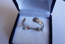 Argollas de Matrimonio y Anillos de Compromiso / Oro Blanco y Amarillo 18 kt, y Brillantes