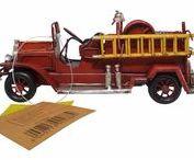 Blechmodelle / Oldtimer Miniaturmodelle für Sammler und Liebhaber  Ein altes motorisiertes Fahrzeug weckt nostalgische Gefühle, die nicht nur in schönen Erinnerungen schwelgen lassen, sondern auch eine inspirierende Ausstrahlung und eine anregende Wirkung haben können. Um tägliche Freude an dem besonderen Charme von Oldtimern zu haben, greifen viele Liebhaber auf Miniaturen zurück. Die kleinen Modelle ermöglichen einen neuen, umfassenden Umgang mit dem beliebten Hobby rund um Oldtimer.