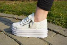 Tenisi colorati / Mai multe modele pe http://www.standard-shoes.ro/incaltaminte-dama/tenisi.