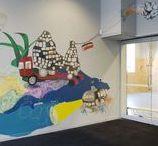 MOOIE MUREN / Elke school heeft het: meters tentoonstellingsruimte. Doe er iets mee!