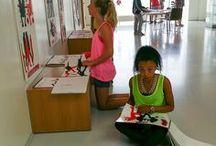 STEL TENTOON / Mooi werk vraagt om een mooie tentoonstelling. Zo worden resultaten een eyecatcher in je school.