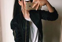 Девушка с айфоном