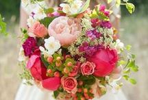 FLOWERS / Floral arrangements, bouquets, & centerpieces