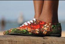 Thamani Fashion schoenen van Sairiamu! / Exclusieve slippers en schoenen van de getalenteerde designer Gabriel S. Mollel uit Tanzania, die met zijn bedrijf de Masaï gemeenschap steunt!  In Nederland alleen verkrijgbaar bij Thamani Fashion.   Bekijk ze op onze website; www.thamanifashion.nl