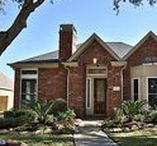 Listing: N. Tracewood Bend / Beautifully updated one story in gated Parkway Villages. Living/dining w/cozy fireplace lead to family room that opens to completely remodeled kitchen w/new cabinets & appliances all w/ wood flooring and high ceilings. Fully remodeled master retreat. Light & bright w/ beautiful high windows and views to Sparkling Pool & Spa. 4 bedrooms plus extra room and 3 full baths.  #FirstMarketRealty #BrokerJodi #HoustonRealEstate