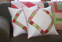 Quilted Christmas Beauty / Christmas quilts. Can someone just make them all for me?