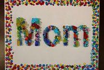 Anyák napjára ötletek és hozzávalók / Nem csak a gyerekek készíthetnek anyák napi ajándékot az édesanyjuknak ill. nagymamájuknak! Összegyűjtöttem néhány ötletet: ilyet idősebb szülök is szívesen kapnának ajándékba