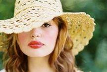 Les Chapeaux / Ideas for senior pictures with hats. Hat senior picture ideas for girls.