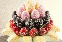 Çikolatalı Meyve Çiçekleri / Çikolatalı meyve çiçekleri, fruits, flowers, strawberries, pineapple, apple, orange, carrots, kiwi, grapes, banana,tasty, delicious