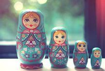 Matrushka / babushka / Mooie Russische matrushka poppetjes in alle kleuren soorten en maten.