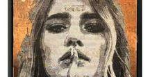 DE POPLAVSKY Alexandre / Alexandre de Poplavsky est un artiste français né en 1991.  Son oeuvre picturale au premier regard figurative, est en fait constituée par un réseau de lignes entrelacées et d'un tressage en noir et blanc qui représentent une sorte de symbolique des choix de vie et des intinéraires initiatiques qui se présentent à tout un chacun au cours de l'existence.