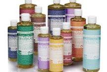Dr Bronner / Os produtos da marca Dr. Bronner são sinónimo de qualidade, simplicidade e respeito pelo ambiente. A fórmula actual dos sabonetes naturais (à base de óleos biológicos) desta marca é produzida desde 1948. Os Sabonetes líquidos da marca Dr. Bronner são multi-usos (18 em 1). http://www.circulobio.pt/produtos-dr-bronner