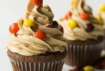 Cakes & Cupcakes / by Paula Brown