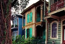 New Orleans Living / New Orleans