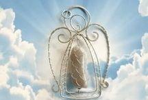 CHRISTMAS ANGELS / Anjos feitos de diversos materiais, principalmente feitos para enfeites de Natal. / by Joyce Libutti Mendes