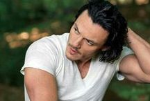 Luke Evans / https://www.youtube.com/watch?v=XZOkWV9POcs