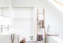 SCHUIN DAK | BADKAMER / Schuin dak in de badkamer. Schuine wand