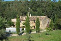 Can Bonet / Nuestra casa de turismo rural está situada a las afueras de Sant Martí Vell, un pequeño pueblo con mucho encanto.   Entre Girona y la Costa Brava, pertenece a la comarca del Gironès, pero muy cerca del Empordà.