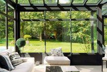 Conservatory / #extension #véranda #fenêtre #baie #vitrées #vitrage  Quoi de mieux qu'une véranda lorsqu'on souhaite une extension à notre maison. Cette pièce nous servira d'être dans notre maison tout en pensant être à l'extérieur. Entourée de fenêtres ouvertes sur le jardin, boire son café ou son thé n'a jamais été plus plaisant.