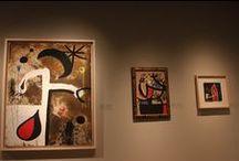 """Joan Miro Kadınlar, Kuşlar, Yıldızlar Sergisi (2014) / S.Ü. Sakıp Sabancı Müzesi (SSM), Barselona doğumlu Katalan ressam ve heykeltıraş Joan Miró'nun eserlerinden oluşan kapsamlı bir sergiye ev sahipliği yapıyor. 20. yüzyılın çok yönlü, çığır açan sanatçısı Joan Miró'nun olgunluk dönemine odaklanan sergi, """"Joan Miró. Kadınlar, Kuşlar, Yıldızlar"""" adıyla sanatseverlerle buluşuyor. Sergi 8 Mart'a kadar Sabancı Müzesi'nde görülebilir.Sabancı Müzesi Çarşamba günleri ücretsizdir."""