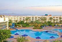 اورينتال ارورا ريزورت,  شرم الشيخ بمصر / الفندق قريب من جزيرة تيران، و يبعُد مسافة 20 دقيقة فقط بالسيارة عن خليج نعمة