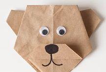 Papier-Bastelei / Mit Papier kann man herrlich rascheln. Aber auch hübsche Dinge falten. Zum Beispiel Lesezeichen und Karten <3