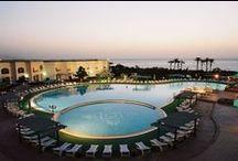 فندق رويال براديس, شرم الشيخ بمصر / يقع في راس ام السيد و على بعد 20 دقيقة بالسيارة من مطار شرم الشيخ الدولى