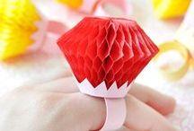 Schmuck-Bastelei / Ob Armbänder aus Knöpfen und Lego-Steinen oder tolle Kettenanhänger aus Papier - niedliche Unikate lassen sich schnell und günstig erstellen!