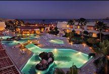 فندق ماريوت ماونتن, شرم الشيخ - مصر / يقع فندق عرض ماريوت ماونتن, فى خليج نعمة - شرم الشيخ - مصر