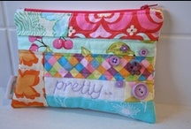 Scrappy Zipper Pouch Swap Ideas!  / Inspirations and tutorials for the Zipper Pouch Swap.
