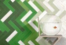 Suelos y paredes a todo color / Pavimentos y revestimientos porcelánicos con colores que puedes encontrar en nuestra tienda de Barcelona así como otros que nos inspiran y gustan.