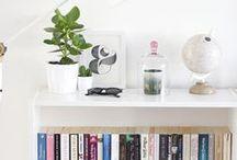 Mesas, cadeiras, paredes e pequenos objetos